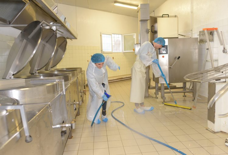 Industrieküche putzen